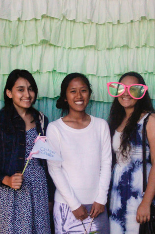 Seniors Samantha Turbeville, Rui-Li Inge, and Rachel Lopez attended the spring Art with Heart Show.
