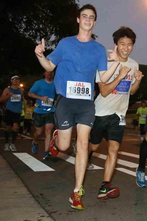 Seniors Jonah Adelman and Kai Iinuma-Nakaaki completed the Honolulu Marathon on December 13, 2015 in under five hours.